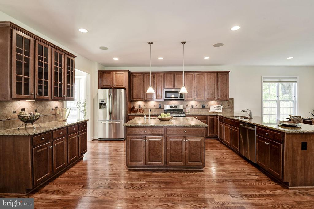 Beautiful Renovated Kitchen - 3801 WASHINGTON BLVD, ARLINGTON