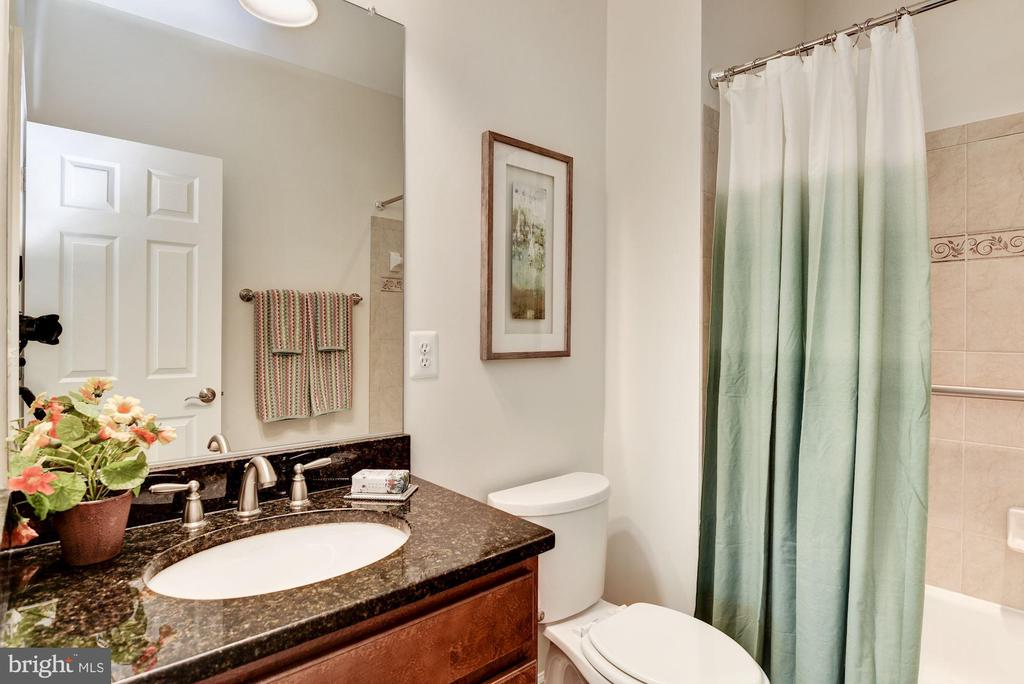 Full Bath on Main Level - 3801 WASHINGTON BLVD, ARLINGTON