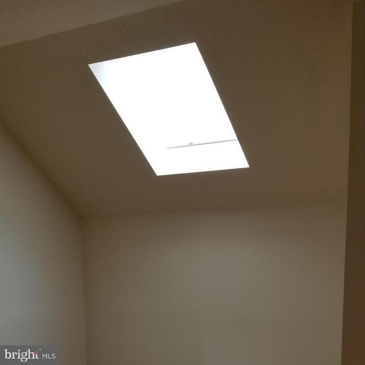 Top floor sky light illumines the area - 301 S REYNOLDS ST #601, ALEXANDRIA