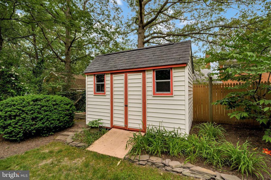 Roofed shed for storage - 508 GLENEAGLE DR, FREDERICKSBURG