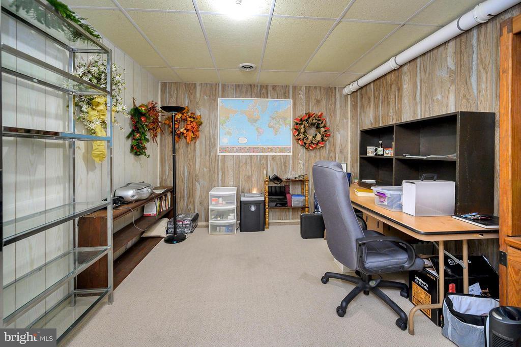 Office/study in lower level - 508 GLENEAGLE DR, FREDERICKSBURG
