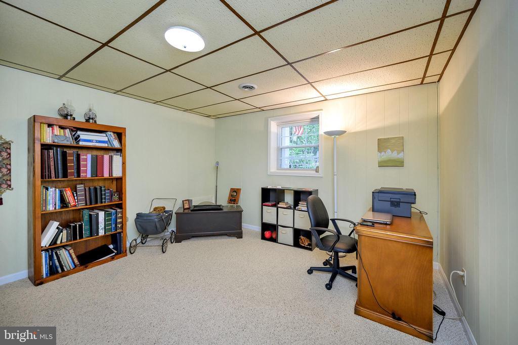Office /study - 508 GLENEAGLE DR, FREDERICKSBURG