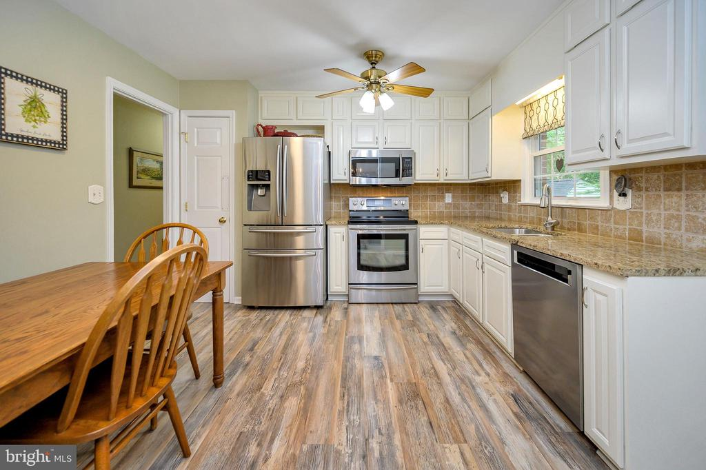 Updated high quality cabinets, high quality floors - 508 GLENEAGLE DR, FREDERICKSBURG