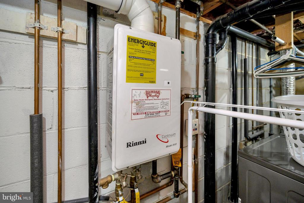 Tankless gas water heater - 508 GLENEAGLE DR, FREDERICKSBURG
