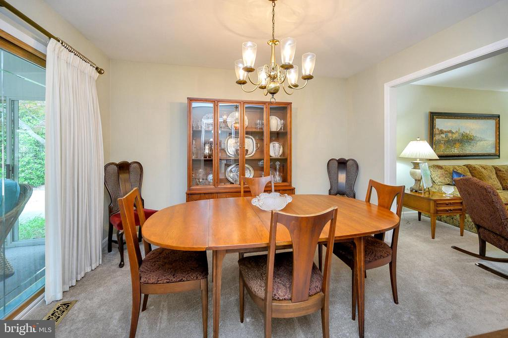 Dining room view, new carpet - 508 GLENEAGLE DR, FREDERICKSBURG