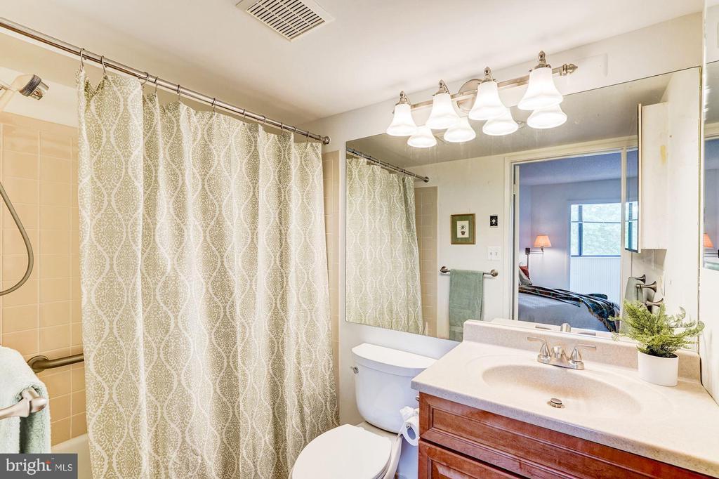 Master Bath - 1951 SAGEWOOD LN #315, RESTON