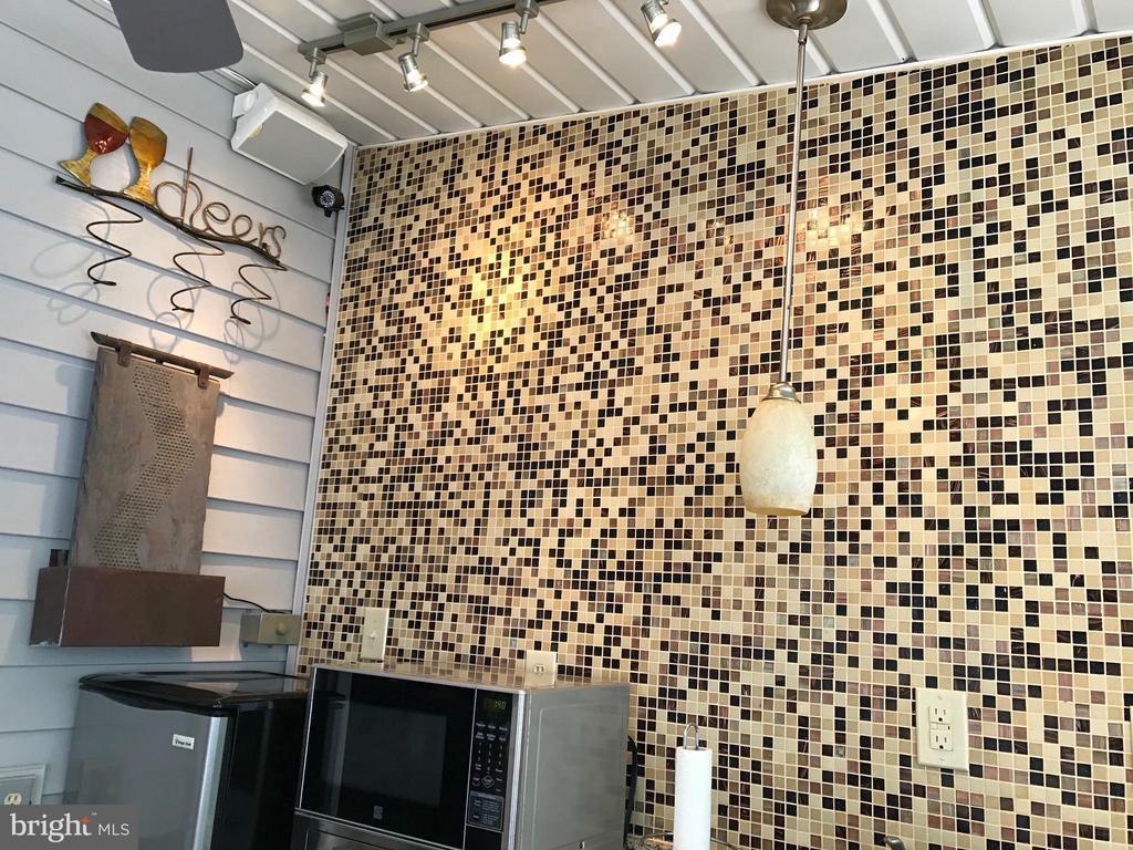 Outdoor kitchen Full wall in mosaic Tile ! - 12 HAMLIN DR, FREDERICKSBURG