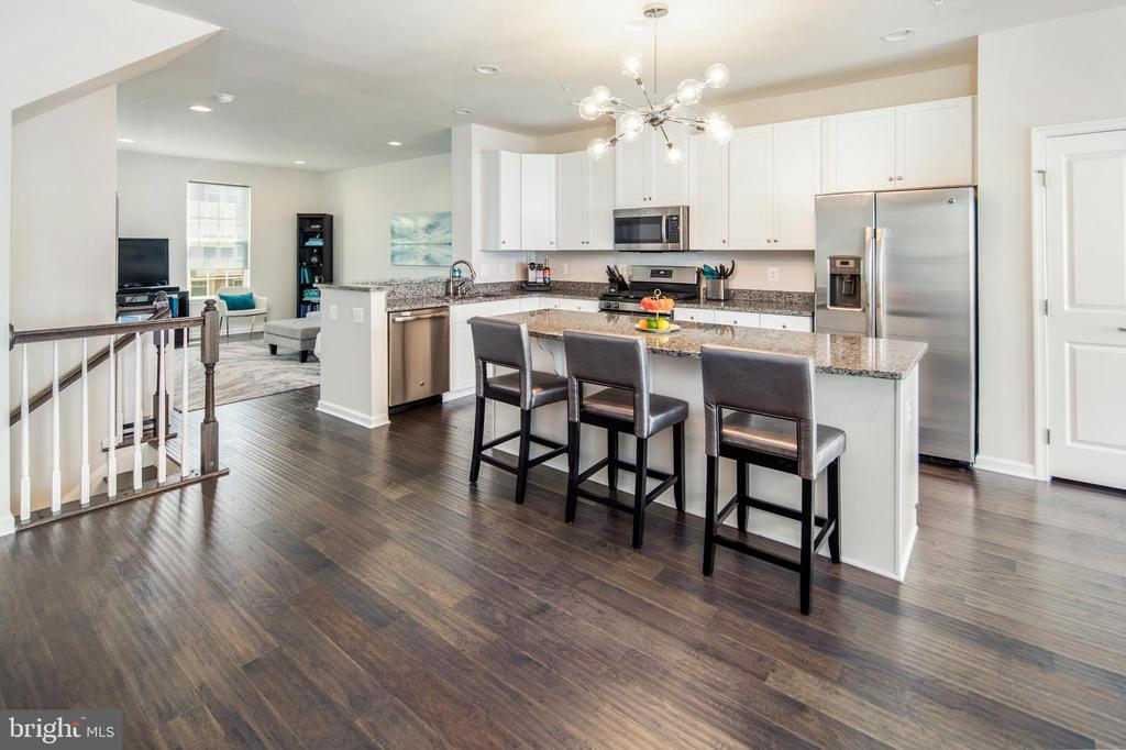 Kitchen boasts sleek finishes - 8206 MINER ST, GREENBELT