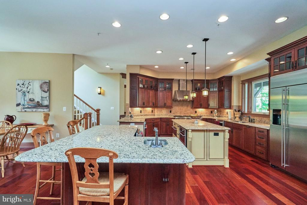 Giant Side Island with tons of Cabinets & Sink - 14428 EAGLE ISLAND CT, GAINESVILLE
