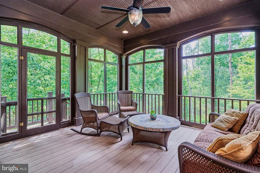 Large Screened in Porch overlooks treed area - 14428 EAGLE ISLAND CT, GAINESVILLE