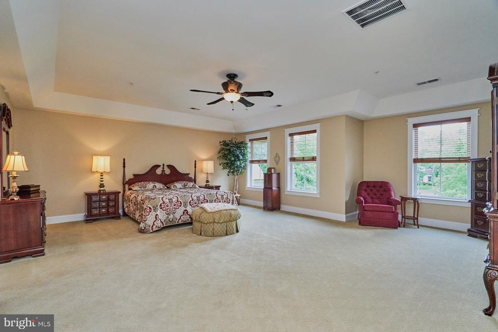 Stunning Owner's Suite with Sitting Room - 14428 EAGLE ISLAND CT, GAINESVILLE