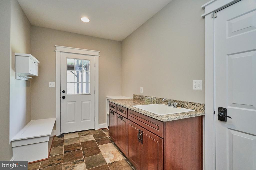 Private front entrance w/Slate Floors & Mud Room - 14428 EAGLE ISLAND CT, GAINESVILLE