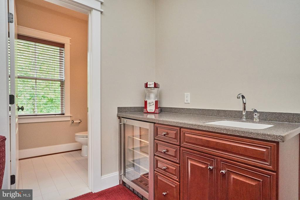 Wet Bar with Wine Cooler and Sink - 14428 EAGLE ISLAND CT, GAINESVILLE