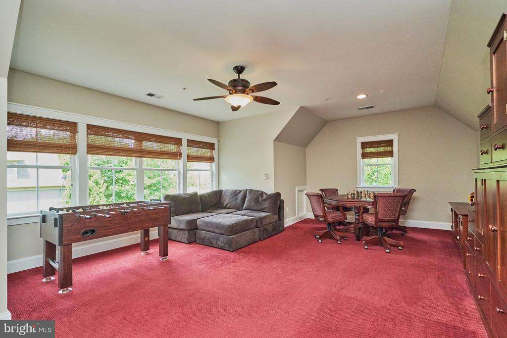 The 2nd Reverse Staircase leads  to Bonus Room - 14428 EAGLE ISLAND CT, GAINESVILLE