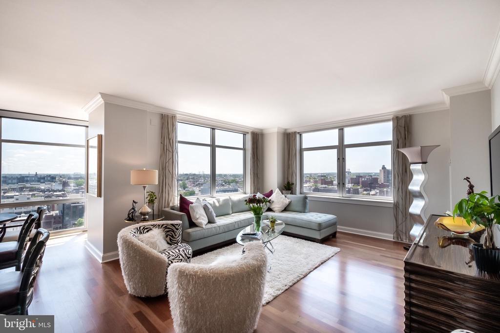 440 Broad Street, Philadelphia, Pennsylvania 19146, 2 Bedrooms Bedrooms, ,2 BathroomsBathrooms,Residential Sale,Residential Sale,Broad,11,PAPH901350