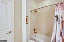 Upper level full bathroom - 22362 BRIGHT SKY DR, CLARKSBURG