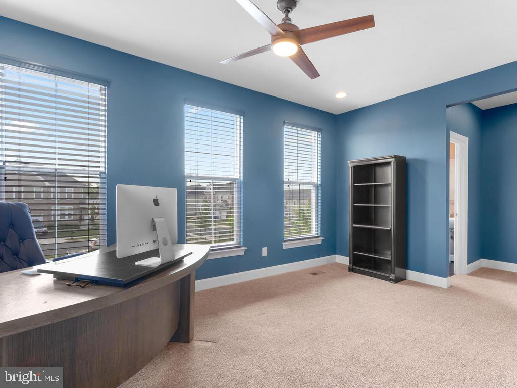 Powder Room off Dining Room - 23687 TURTLE POINT TER, ASHBURN