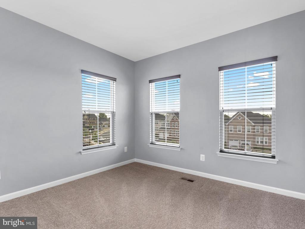 Bedroom with Wall of Windows - 23687 TURTLE POINT TER, ASHBURN