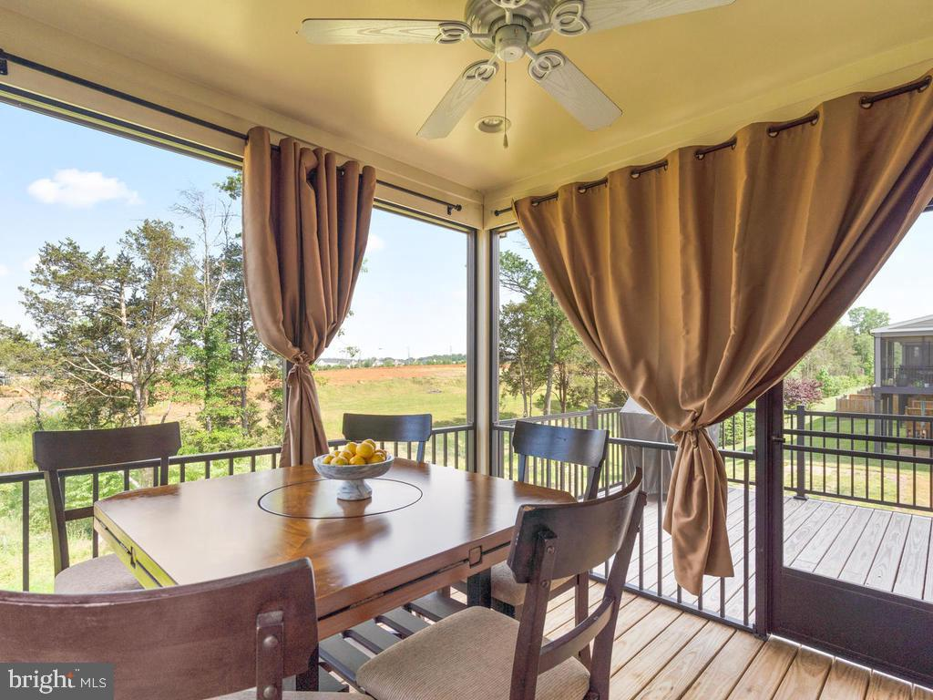 Nicely Appointed Screened Porch - 23687 TURTLE POINT TER, ASHBURN