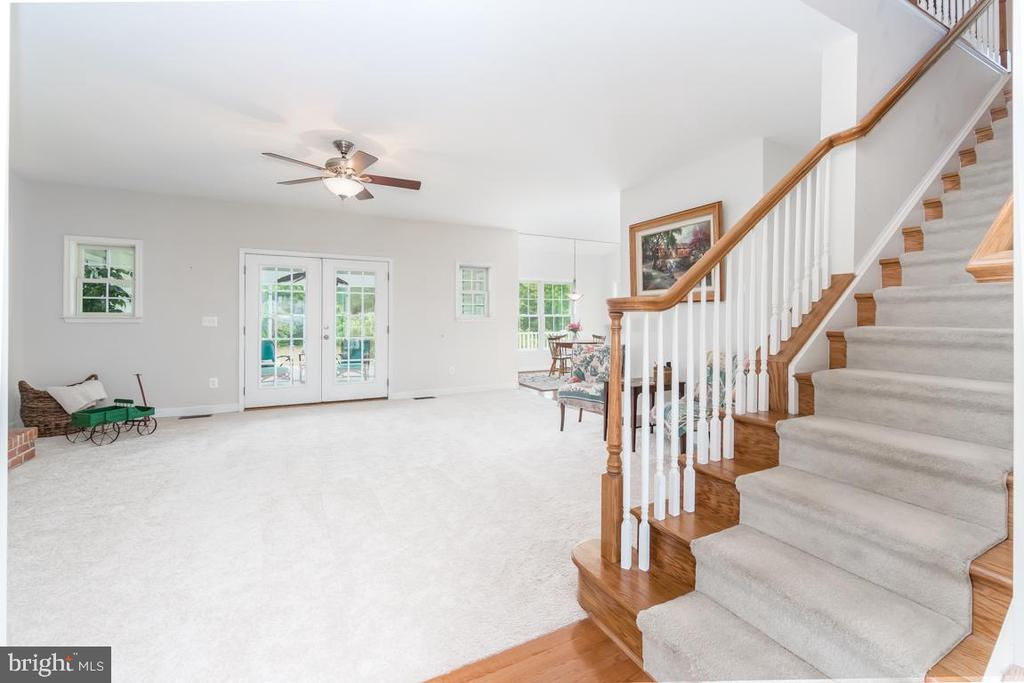 From the foyer, you enter a spacious family room - 160 WILLOWDALE LN, FREDERICKSBURG
