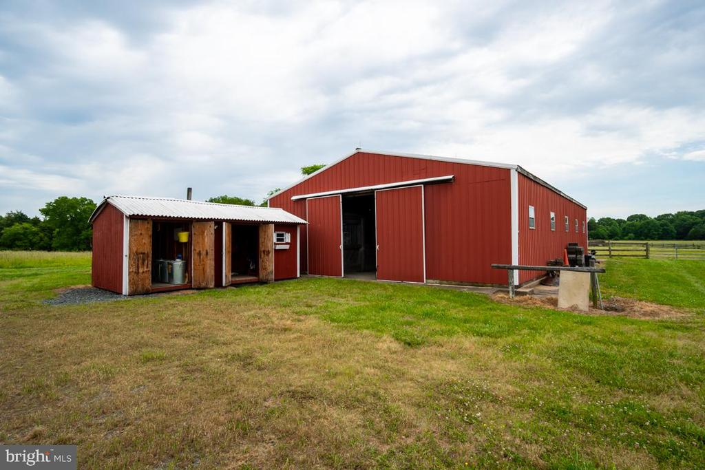 10 stall barn with tack and feed shed - 160 WILLOWDALE LN, FREDERICKSBURG