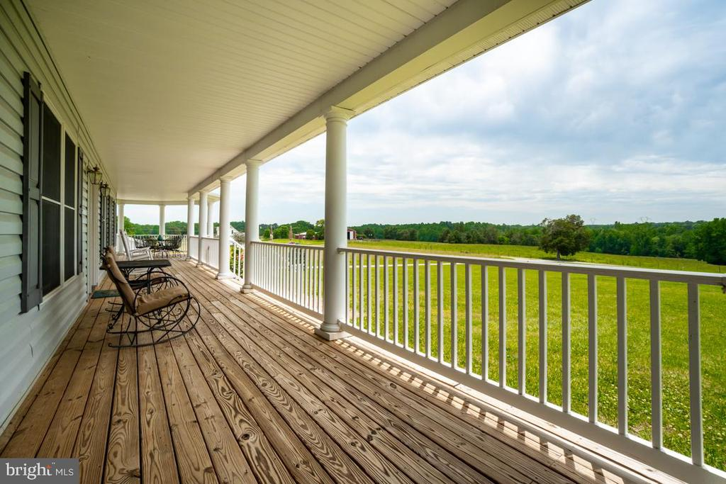 8' wide covered porch that wraps to the side - 160 WILLOWDALE LN, FREDERICKSBURG
