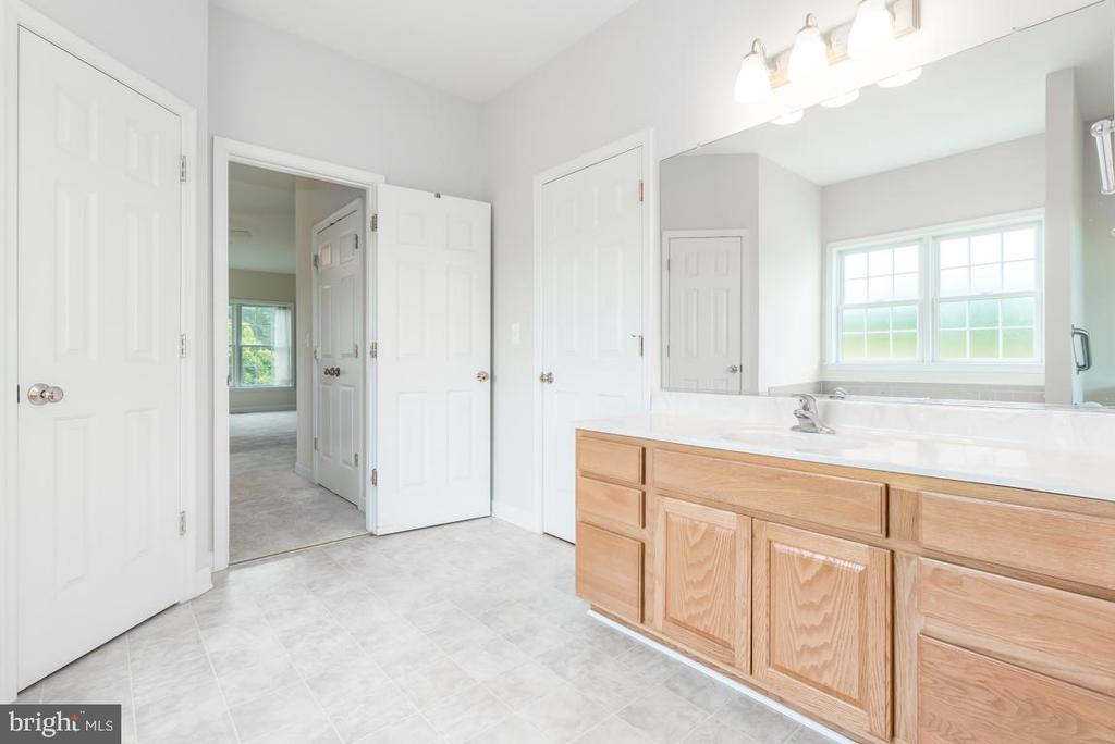Master bathroom with 2 linen closets - 160 WILLOWDALE LN, FREDERICKSBURG
