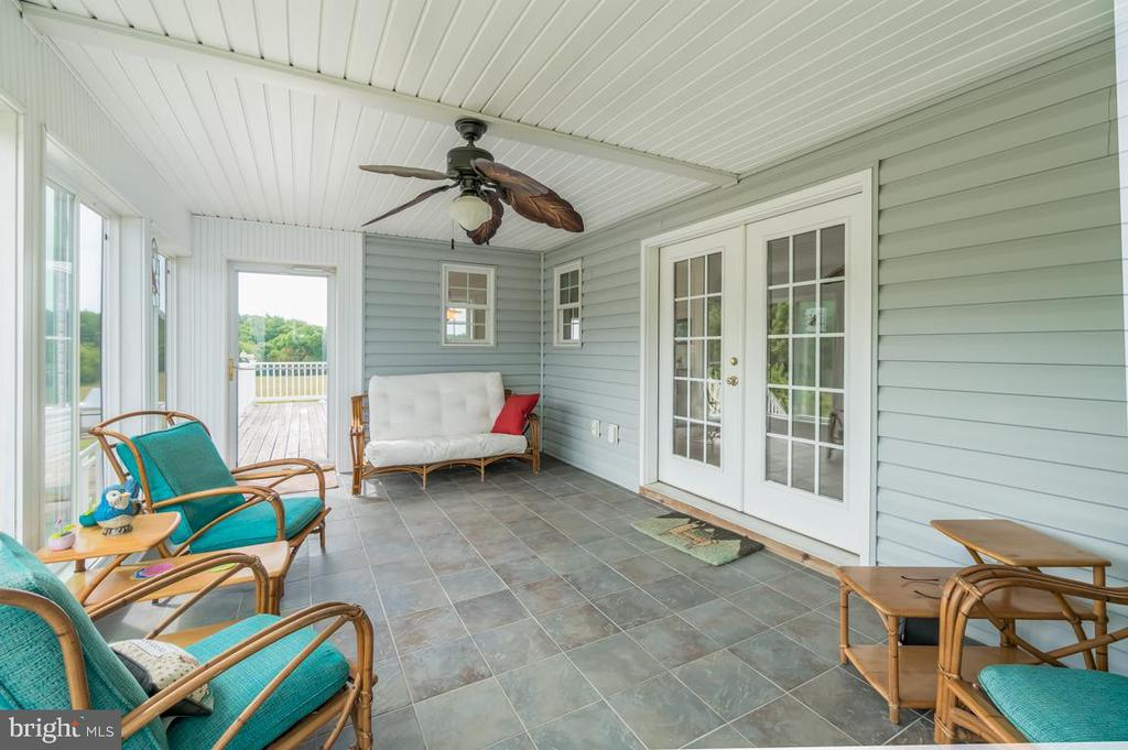 Enjoyable sunroom in the back of the home - 160 WILLOWDALE LN, FREDERICKSBURG