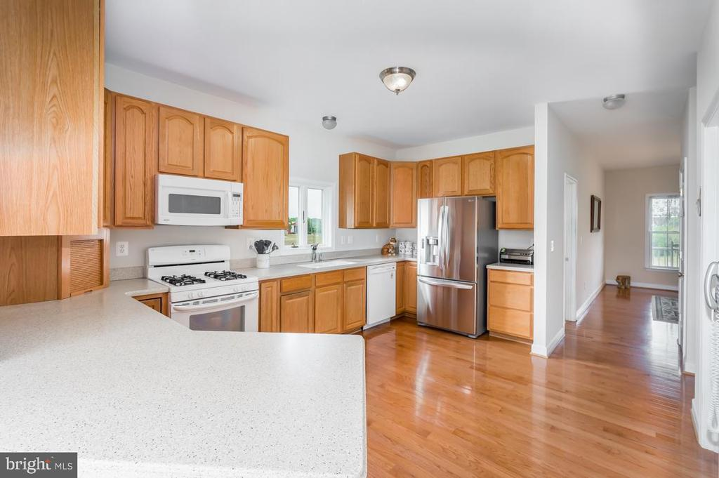 Spacious kitchen - 160 WILLOWDALE LN, FREDERICKSBURG