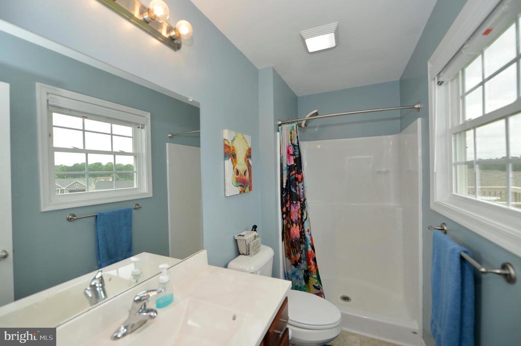 Private master bathroom - 540 SPYGLASS, MARTINSBURG