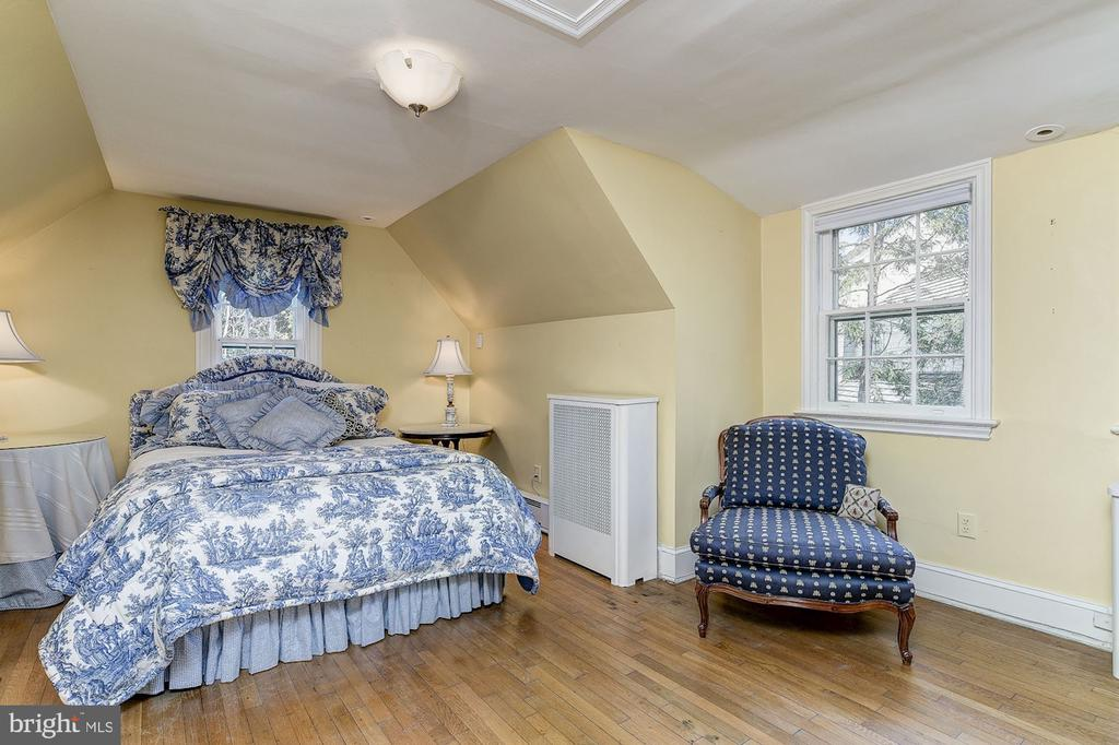 Bedroom - 6600 KENNEDY DR, CHEVY CHASE