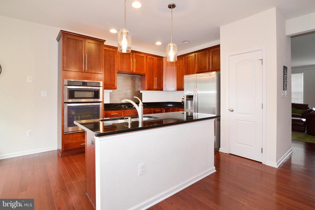 Hardwood floors and updated lighting - 43275 MITCHAM SQ, ASHBURN