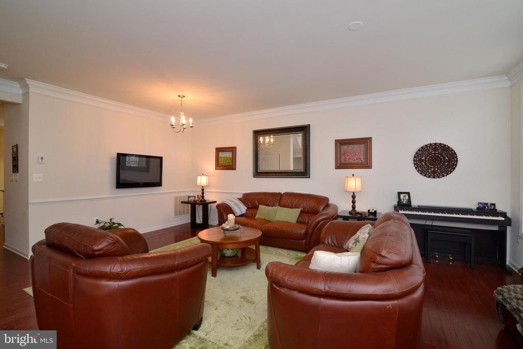 Dining/family room - 43275 MITCHAM SQ, ASHBURN