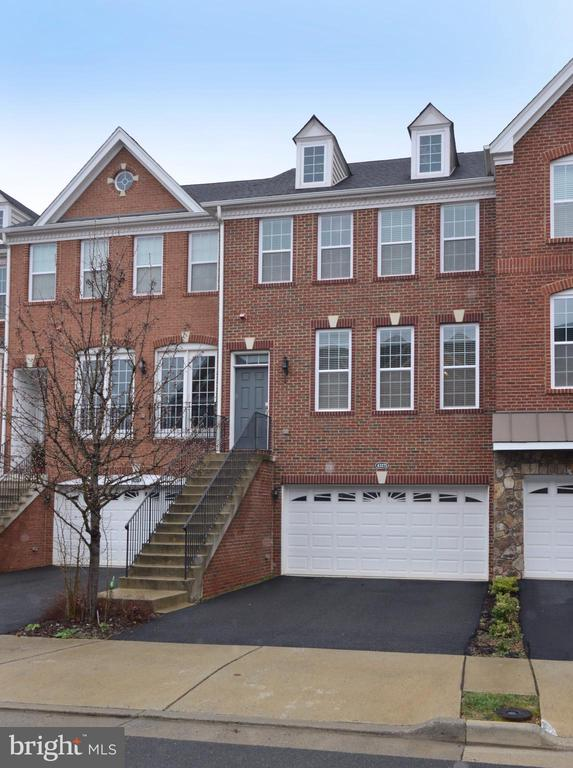 - 43275 MITCHAM SQ, ASHBURN