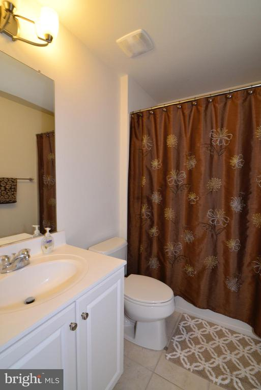 Hall Bath - 43275 MITCHAM SQ, ASHBURN