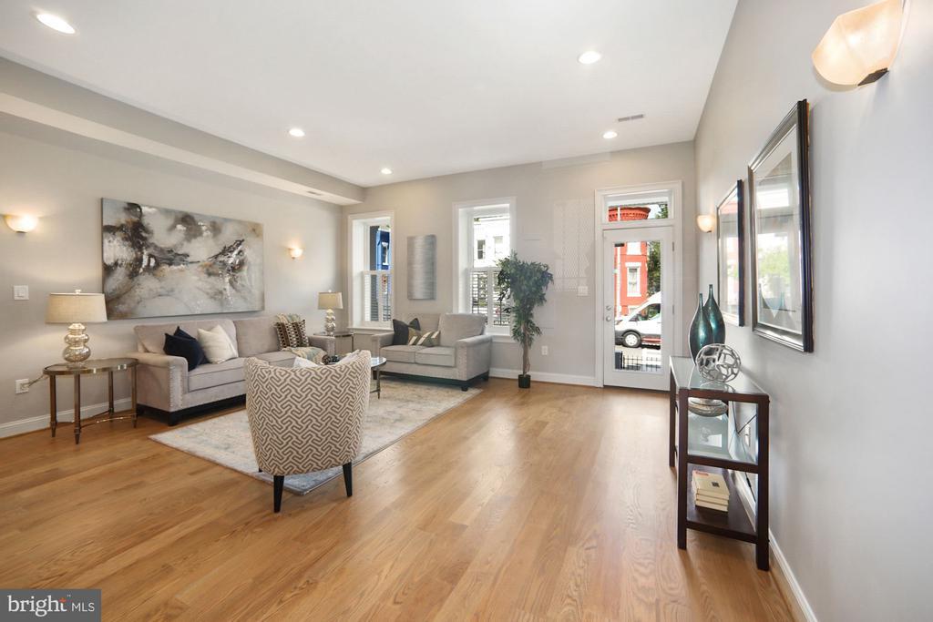 Entrance to the home/living room - 1122 6TH ST NE, WASHINGTON