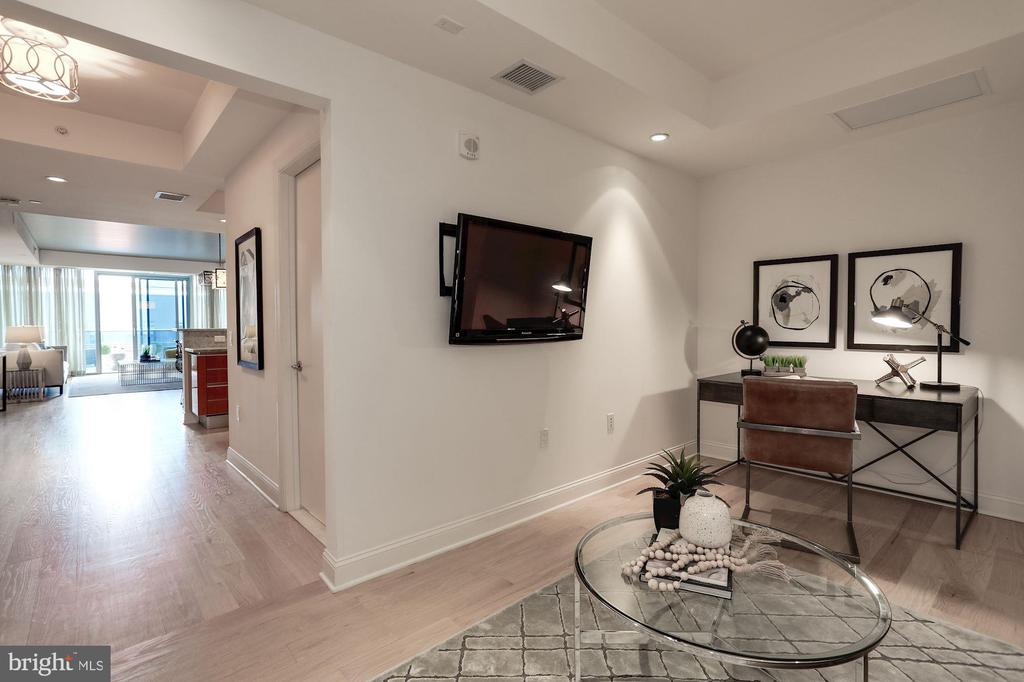 Spacious office or 2nd guest suite - 1881 N NASH ST #804, ARLINGTON