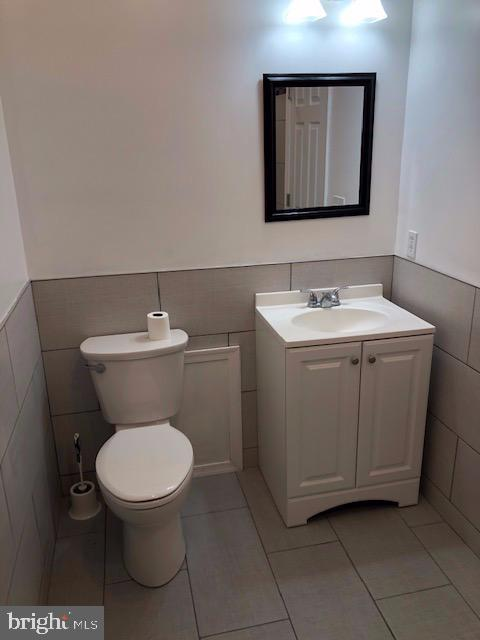 1st Floor Full Bath - 31 VICTORIA SQ, FREDERICK