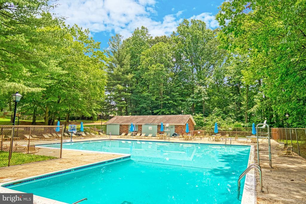 Community pool - 9631 BOYETT CT, FAIRFAX