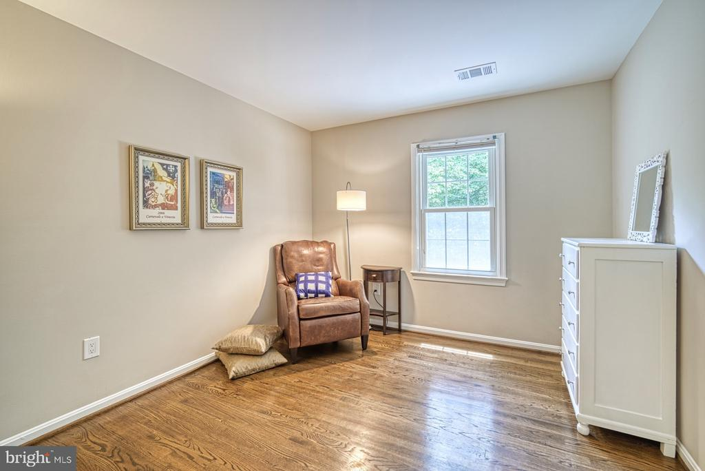 Bedroom 4 with hardwood floors - 9631 BOYETT CT, FAIRFAX