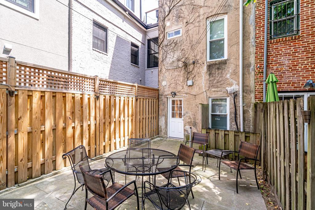 Beautiful Private out door patio! - 1431 W ST NW, WASHINGTON