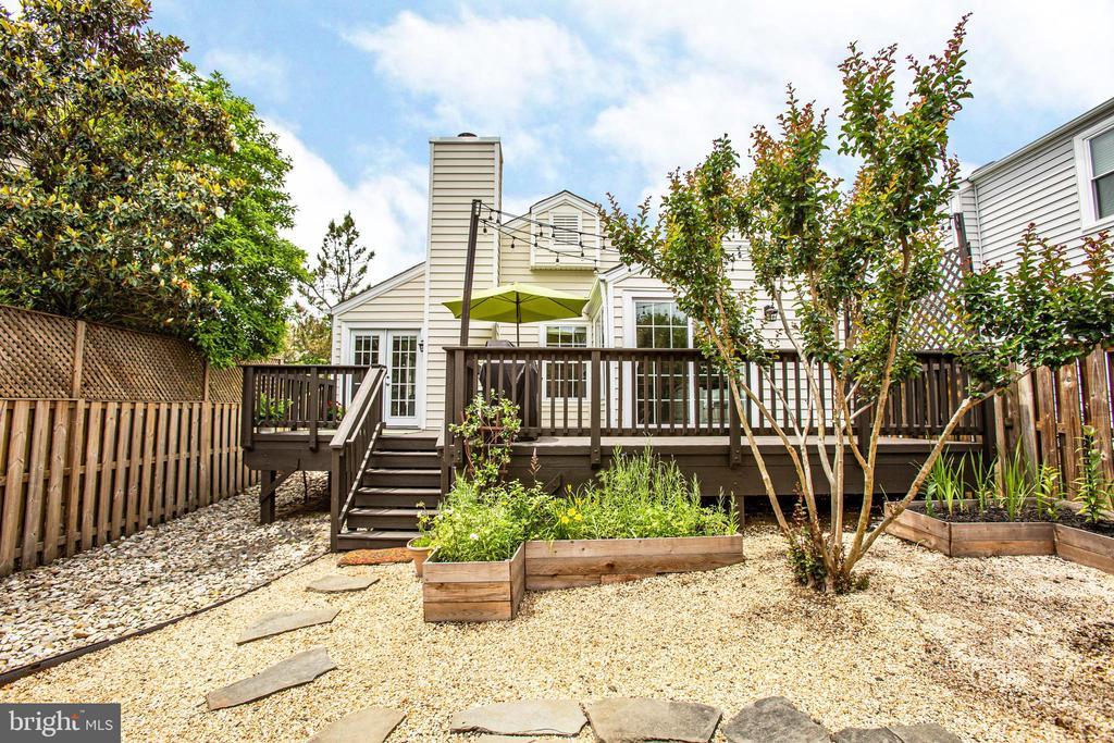 You'll love this backyard/staycation! - 7459 CROSS GATE LN, ALEXANDRIA
