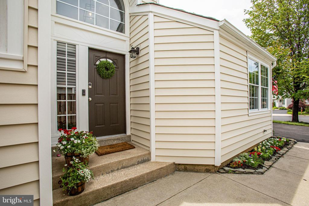 Welcome Home...Your search is over! - 7459 CROSS GATE LN, ALEXANDRIA