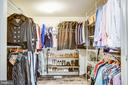Oversized master closet - 7459 CROSS GATE LN, ALEXANDRIA