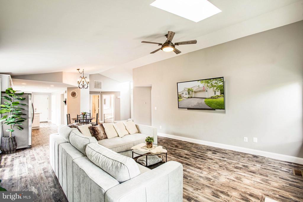 Comfortable and spacious open living concept! - 7459 CROSS GATE LN, ALEXANDRIA