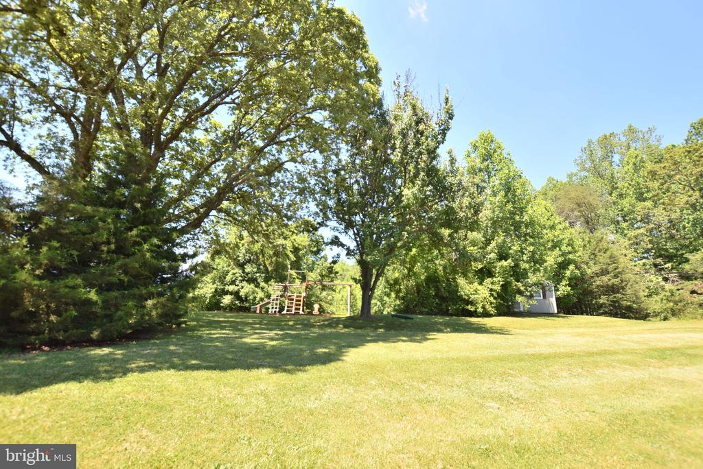 Deep, Private Setting! - 60 SNAPDRAGON DR, STAFFORD
