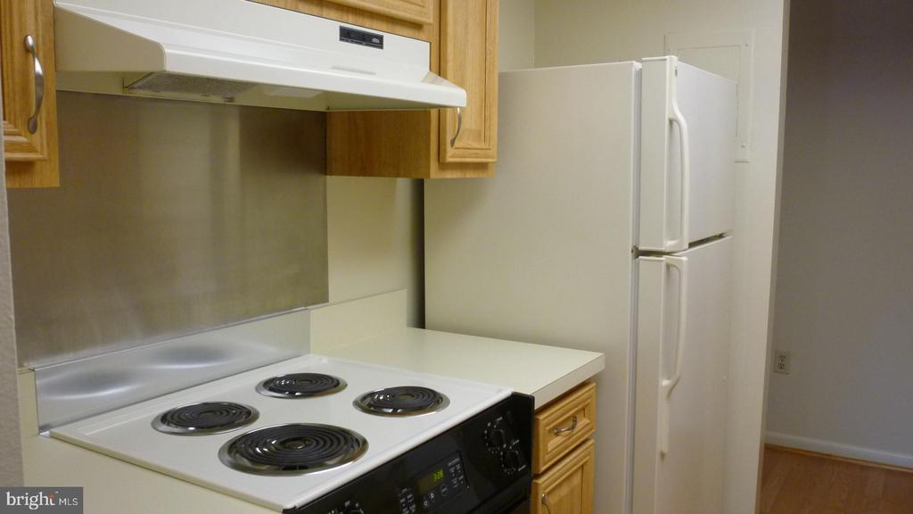 More of Kitchebn - 3429 N LEISURE WORLD BLVD N #88-3E, SILVER SPRING