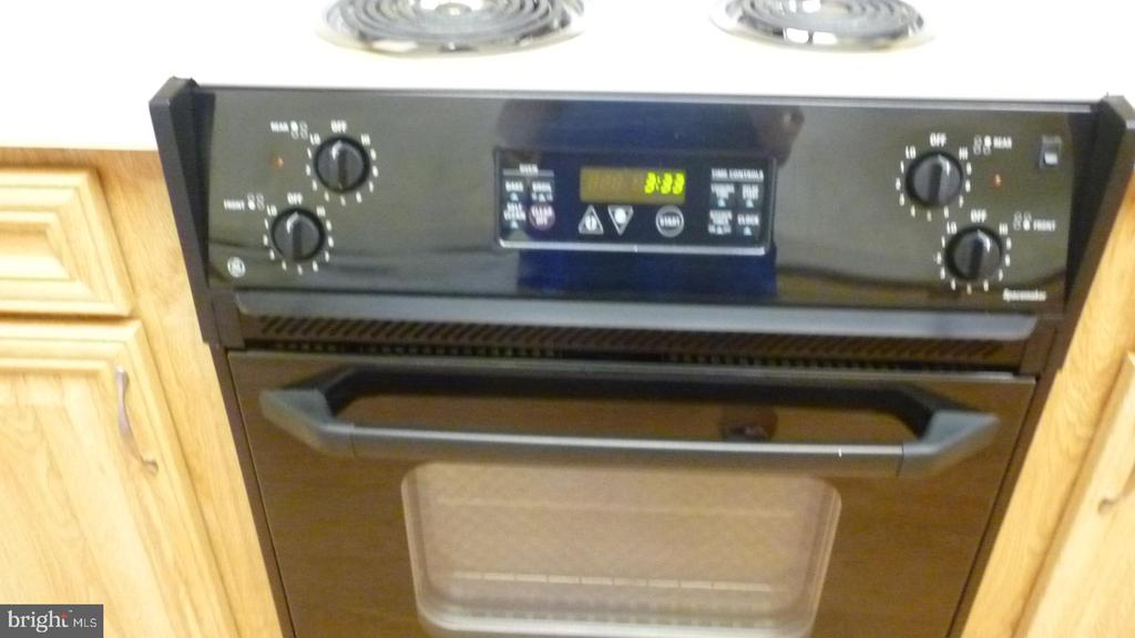Updated Electric Stove - 3429 N LEISURE WORLD BLVD N #88-3E, SILVER SPRING