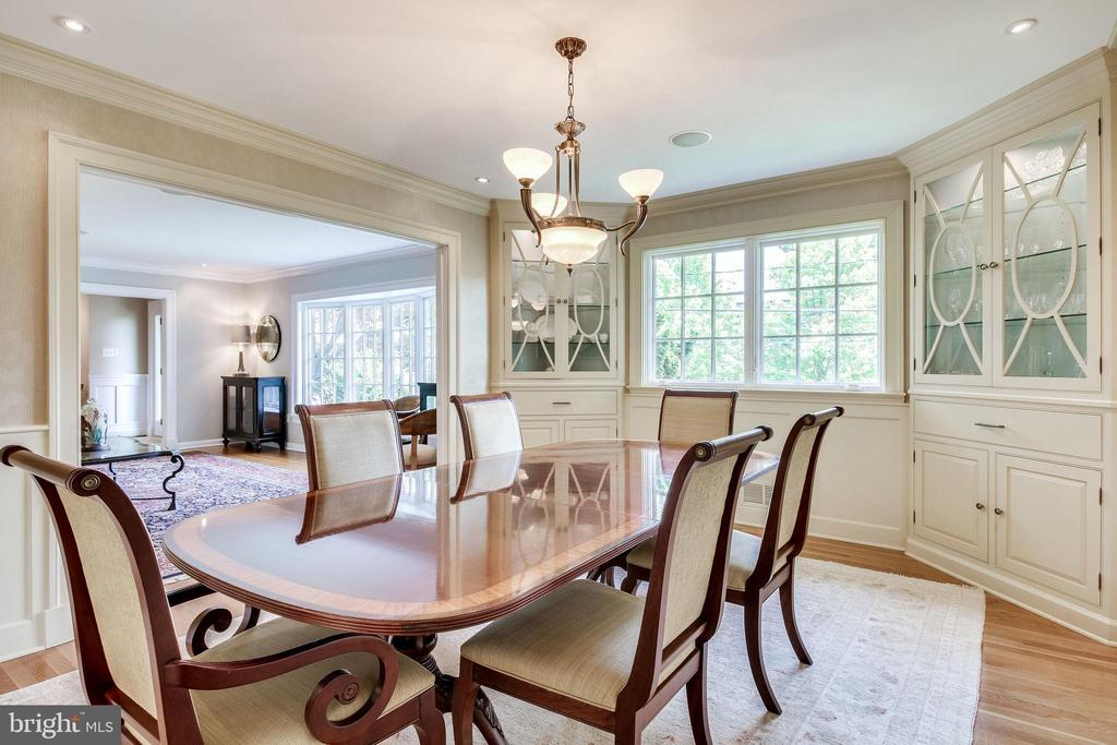 Dining Easily Accessible to LR and Kitchen - 4501 35TH RD N, ARLINGTON