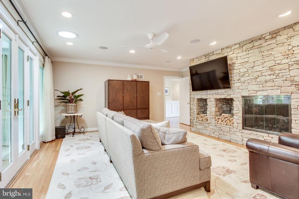 Family Room with Gas Fireplace - 4501 35TH RD N, ARLINGTON